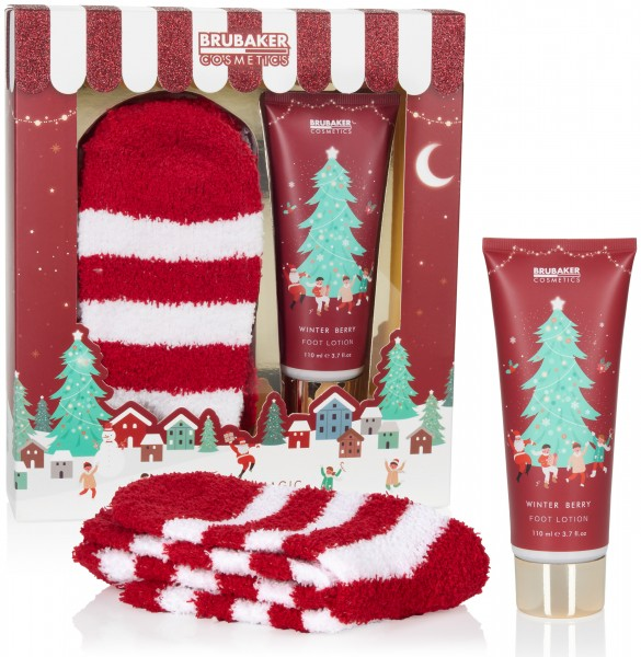 BRUBAKER Cosmetics Weihnachten Geschenkset - Winter Beeren Duft mit extra weichen Plüsch Socken